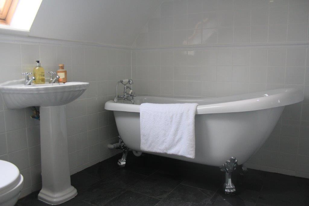 Dolphin cottage banffshire holiday cottages for Dolphin bathroom design